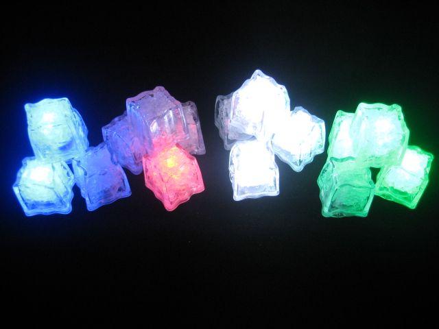 White Flashing Light Cubes