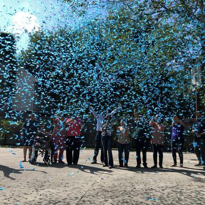 10 small single-use confetti cannons